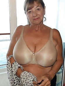 Glamour old milf is showing off her knocker